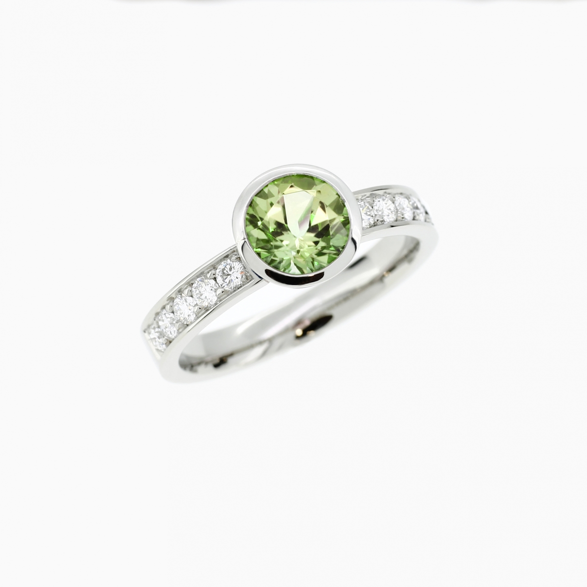 peridot bezel en rings the with wedding palladium sormus product ring engagement in peridootti