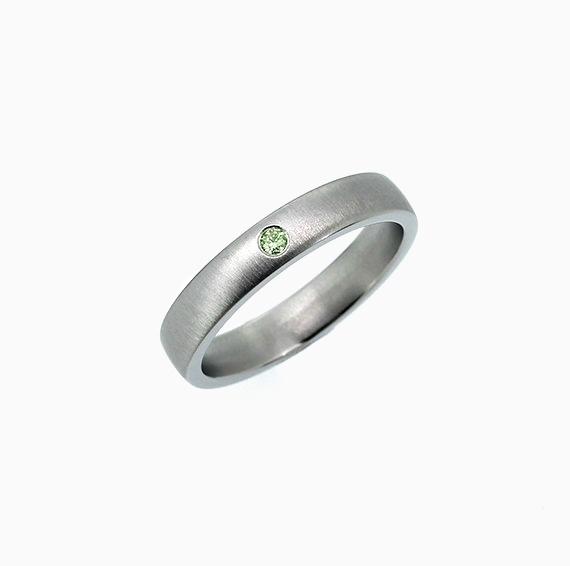 Clic Matte Wedding Band With Green Diamond Anium